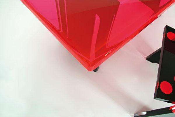 Plexiglass desk 'ladybug' by Poliedrica